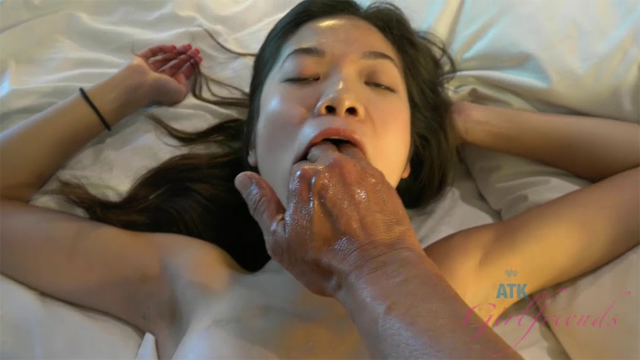 Vina can't stop squirting, and taking your cock!